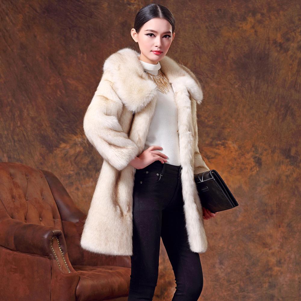 Пальто - шуба средней длины прямого покроя светло-серая